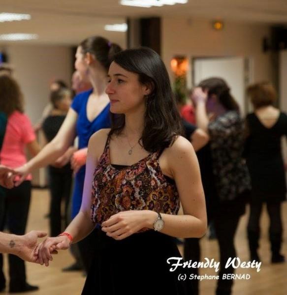 Lou danse danseuse palaiseau partenaire danse for Recherche partenaire de danse de salon